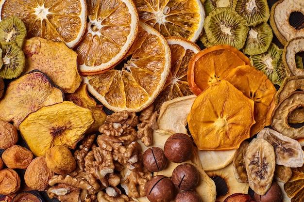 Mieszanka suszonych owoców i orzechów