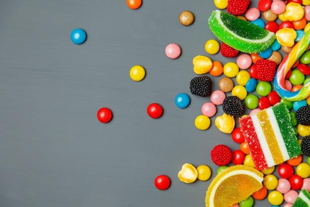 Mieszany kolorowy owocowy bonbon zakończenie up