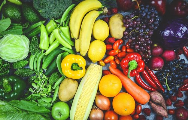 Mieszany wybór owoców i warzyw różne / warzywa i owoce