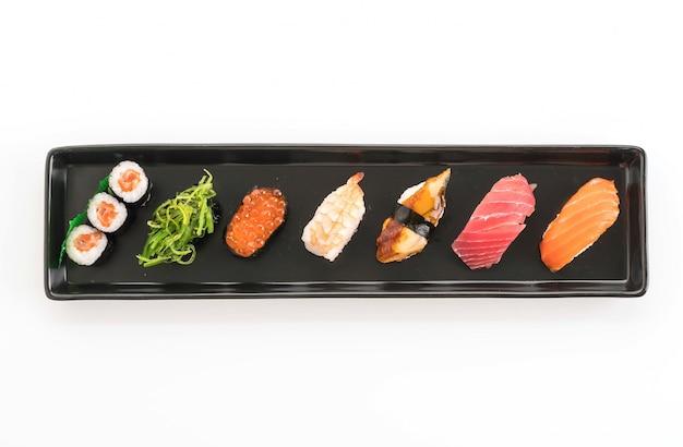 Mieszany zestaw sushi - japońskie jedzenie