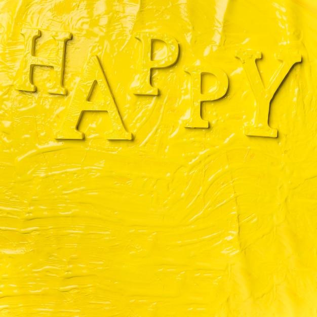 Mieszkanie lay słowo szczęśliwy z farbą