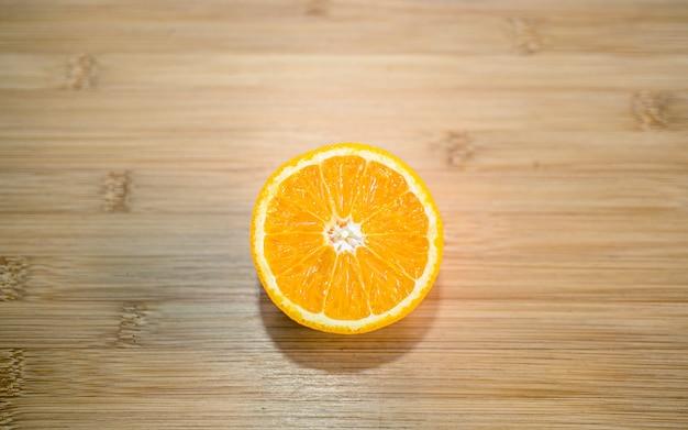 Mieszkanie leżała kolorowa kolekcja owoców plasterek pomarańczowego mango i soku kathmandu nepal