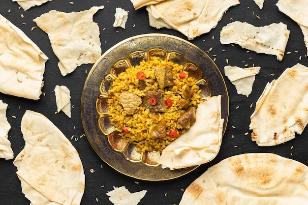 Mieszkanie leżało pyszne indyjskie jedzenie