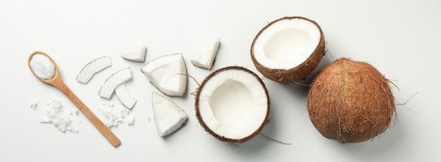 Mieszkanie leżało z kokosem i łyżką na widok białego, góry