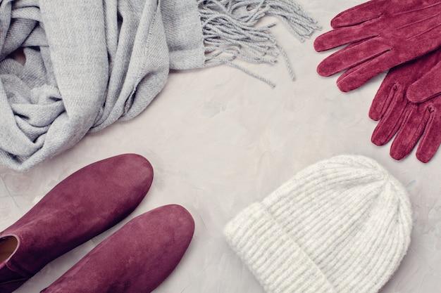 Mieszkanie leży w wygodnym, ciepłym stroju na chłodne dni.