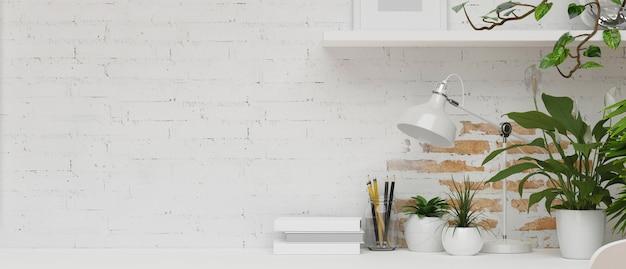 Mieszkanie minimalloft w białej ścianie z cegły z białymi dekoracjami rama z roślinami domowymi