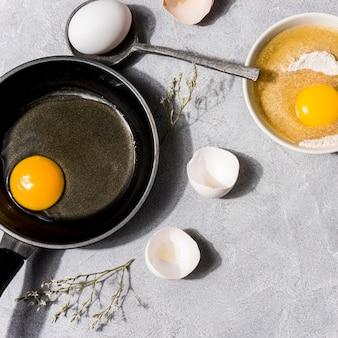 Mieszkanie świeckich koncepcja zdrowej żywności z jajkami