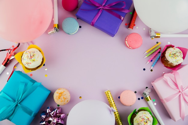 Mieszkanie świeckich skład elementów urodzinowych z copyspace
