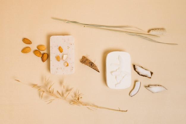 Migdałowe i kokosowe mydlane kostki mydła