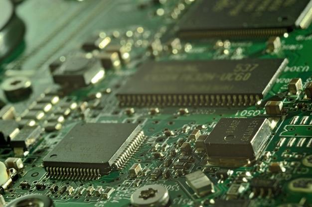 Mikrochipy na płytce drukowanej. układ elektryczny.