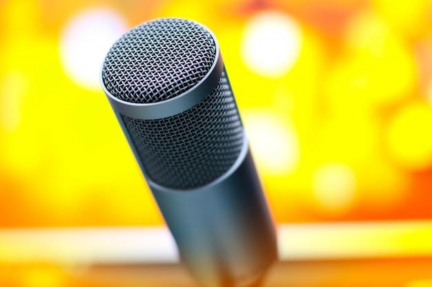 Mikrofon do nagrywania głosu w studio.
