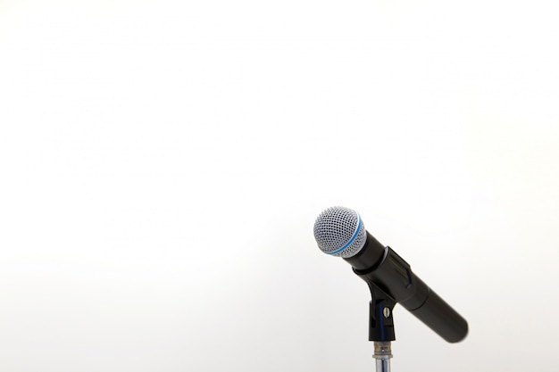 Mikrofon na stojaku