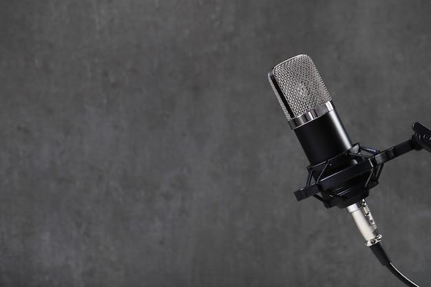 Mikrofon na szaro