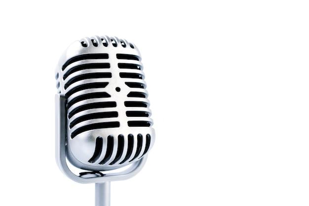 Mikrofon retro na białym tle