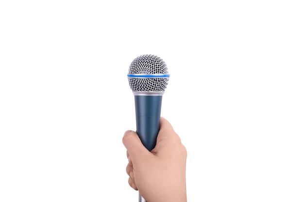 Mikrofon w ręku na białym tle