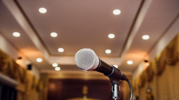 Mikrofon w sali seminaryjnej
