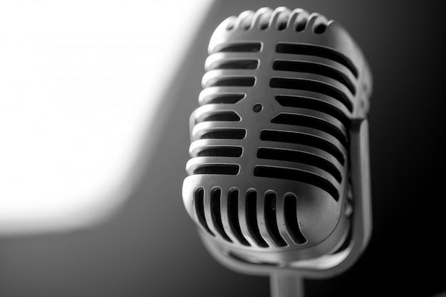 Mikrofon w stylu vintage w studio