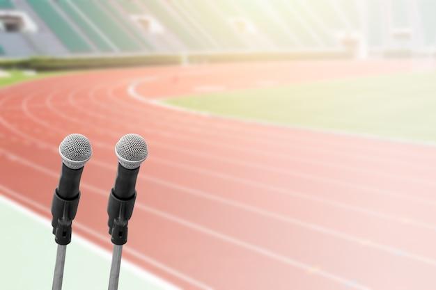 Mikrofony w stadionie do biegania