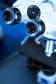 Mikroskop laboratoryjny, sprzęt medyczny