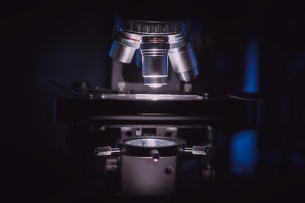 Mikroskop. nauka. badania.