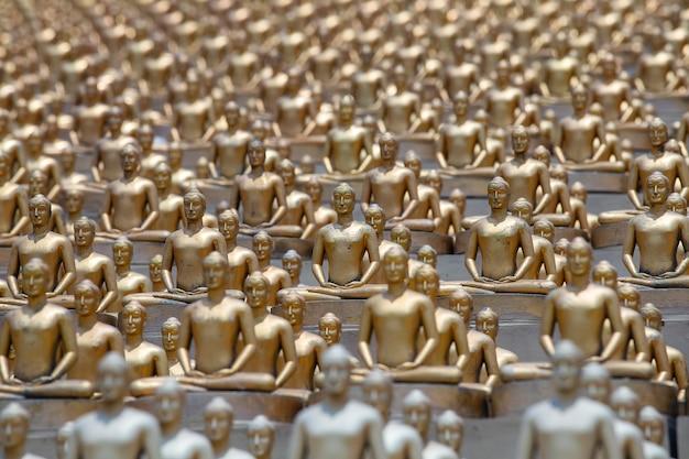Milionowa złota figurka buddy w wat phra dhammakaya.