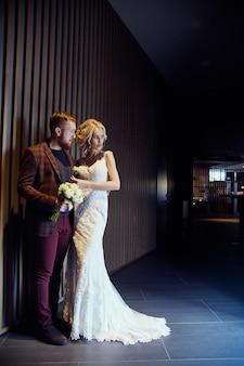 Miłość, czułość, wierność i troska w każdym dotyku. szczęśliwa para