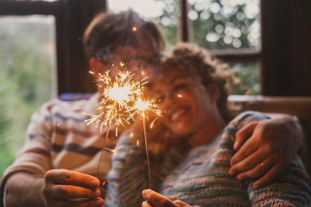 Miłość i romans w czasie wolnym w domu z parą