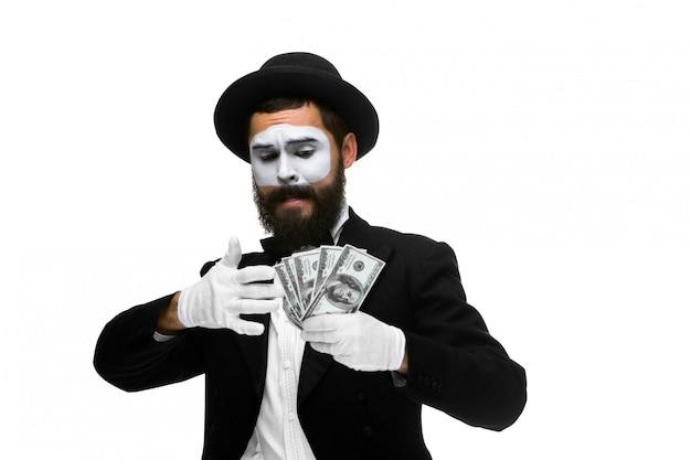 Mime jako biznesmen posiadania pieniędzy