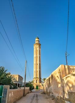 Minaret w medynie tozeur tunezji