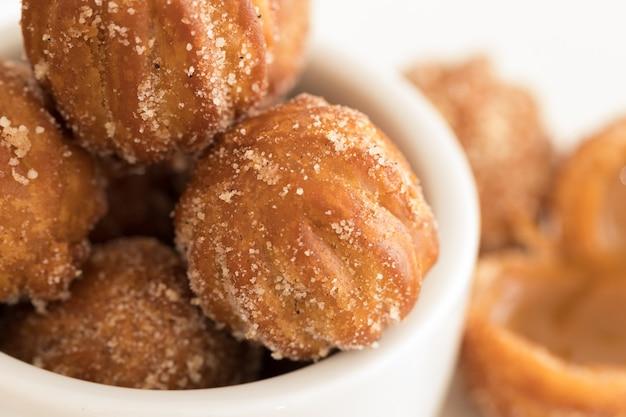 Mini churros wypełnione dulce de leche (karmelem mlecznym)
