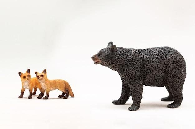 Miniaturowe zabawki z dzikimi zwierzętami
