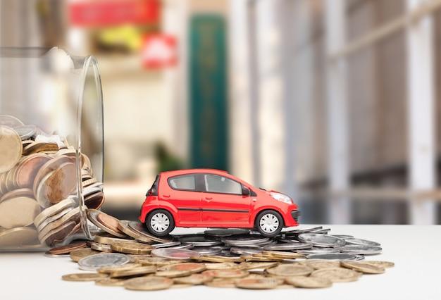 Miniaturowy model samochodu i sprawozdanie finansowe z monetami. finanse i kredyt samochodowy,