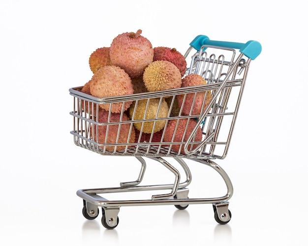 Miniaturowy wózek supermarketowy z egzotycznymi owocami liczi