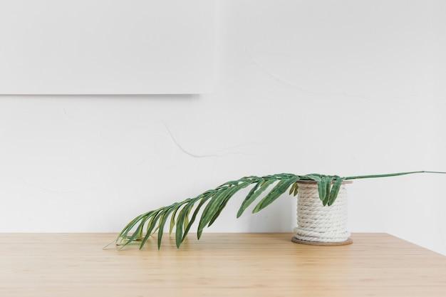 Minimalistyczna kompozycja z nowoczesnymi meblami