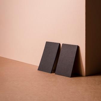 Minimalistyczne czarne wizytówki firmowe