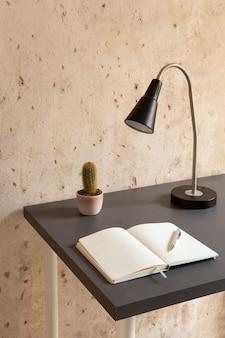 Minimalistyczny design domowego miejsca pracy