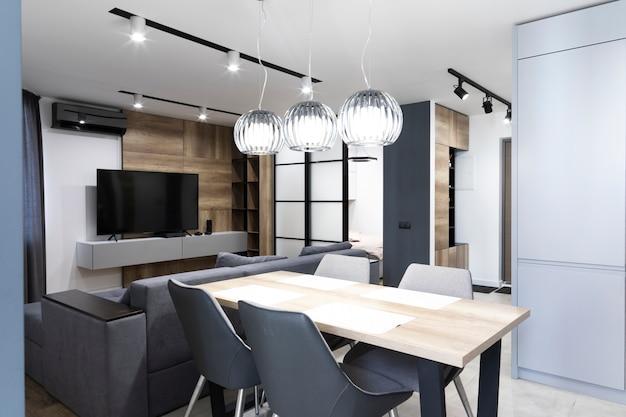 Minimalistyczny design jadalni i salonu