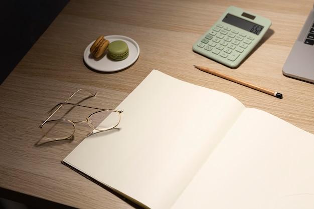 Minimalistyczny projekt biurka domowego