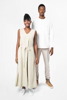 Minimalna sukienka i koszulka z przestrzenią projektową dla mężczyzn i kobiet w minimalnej odzieży