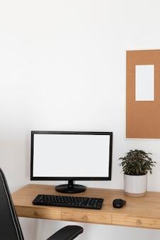 Minimalny projekt biurka domowego