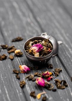 Miska kątowa z ziołami na herbatę