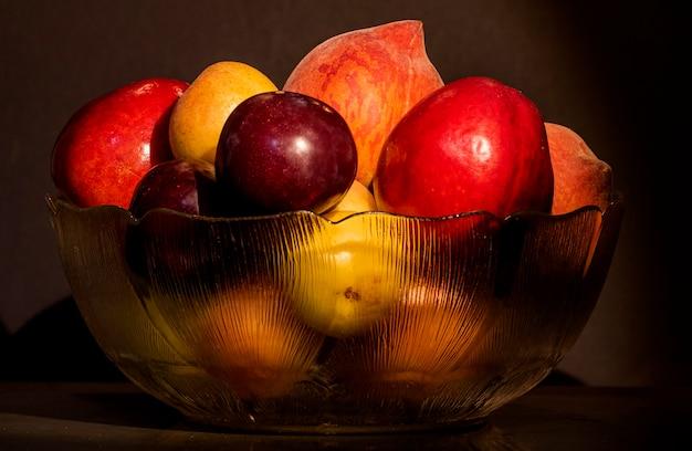Miska na owoce z różnymi owocami