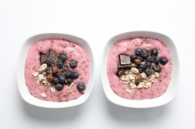 Miska na smoothie z czekoladą i jagodami