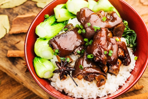 Miska świeżego ryżu nóżek
