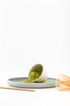 Miska widokowa z aromatycznym proszkiem matcha