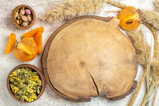 Miska z palmy z gwiazdkami anyżu i laski cynamonu