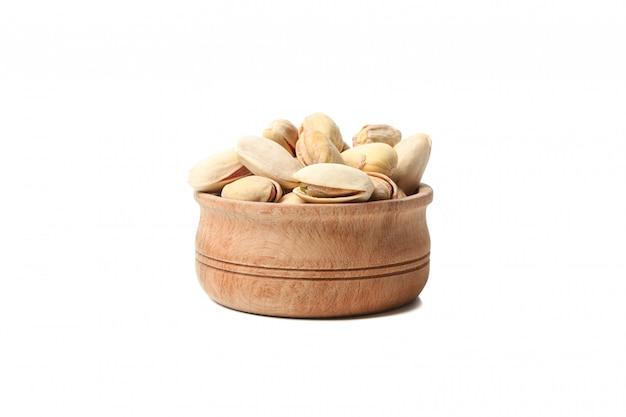 Miska z pistacjami na białym tle. żywność witaminowa
