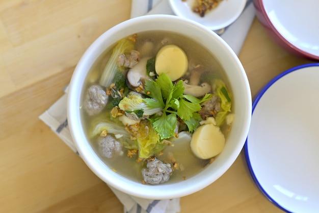 Miska zupy z tofu