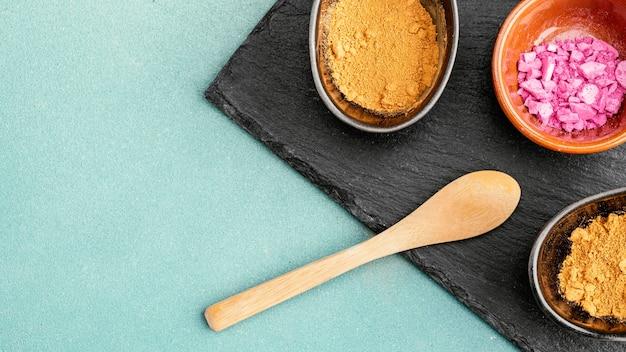 Miski z proszkiem pigmentowym
