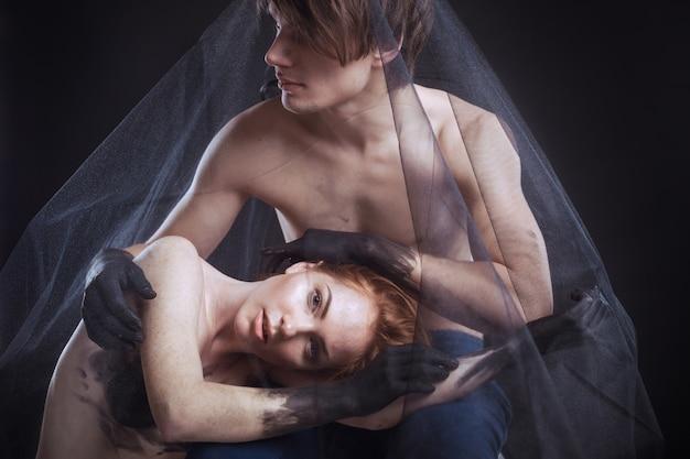 Mistyczny pary piękna portret z przesłoną, studio strzał, zbliżenie